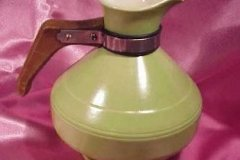 bird_pottery_avocado_carafe_in_angular_shape