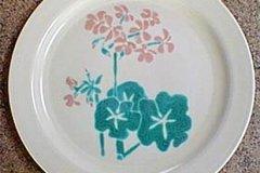 bird_pottery_geranium_dinner_plate