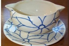 bird_pottery_multi_flori_in_blue_sauce_boat_with_faststand