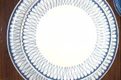bird_pottery_trellis_luncheon_plate_and_12_inch_chop_plate