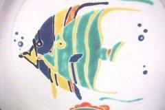 bird_pottery_tropical_fish_dinner_plate_detail