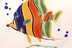 bird_pottery_tropical_fish_luncheon_plate_detail