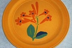 bird_pottery_trumpet_flower_dinner_plate