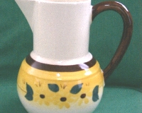 brown_eyed_susan_1_pint_bulb_bottom_jug_pitcher_2