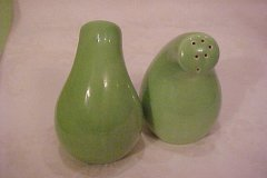 casual_california_salt_and_pepper_shakers_gourd_shape_lime_green_-3