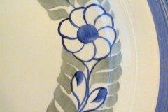floral_wreath_14-inch_chop_plate_detail