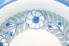 lunning_floral_wreath_14-inch_chop_plate_in_blue_and_gray_detail_1