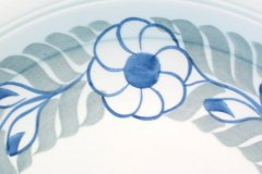 lunning_floral_wreath_14-inch_chop_plate_in_blue_and_gray_detail_2