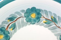 lunning_floral_wreath_14-inch_chop_plate_in_green_yellow_and_gray_detail