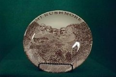 mount_rushmore_commemorative_in_brown_on_bits_size_plate
