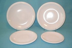 ultra_plates_in_white
